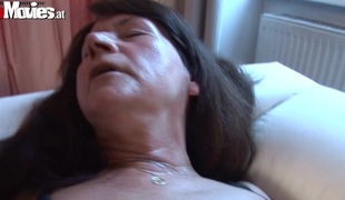 2 lesbo grannys fuck with a sex-toy