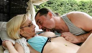 Mature blonde sucks 10-Pounder then gets drilled in her bumhole