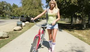 Achieve u need a ride, girl?