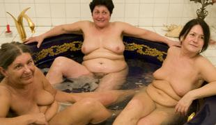 Three wrinkly grannies fuck in a hawt tub