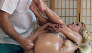 Cameron Canada ass fingered at massage