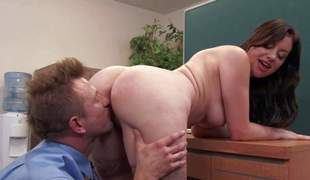 Office slut Sovereign Syre says Welcome to new guy Bill Bailey in her own way. Big ass lady takes his blarney in her love vacuous after giving addict and titjob on her knees. This passionate woman leaves him satisfied