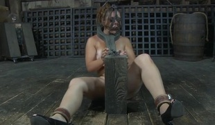 Blindfolded sex and gagged beauty receives her cunt shovelled with toy