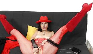 Czech mamma nasezda spoils herself with gaping void toying